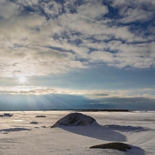 Idag vågade vi oss ut på isen, skönt väder!